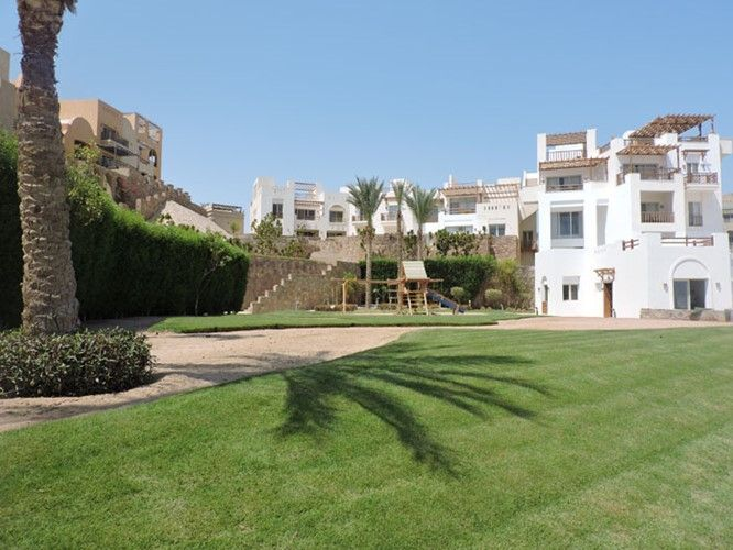 2 BR Apartment with Garden & Sea view - 2